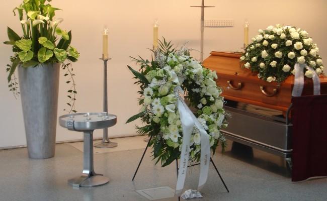 Trauer Blumenschmuck